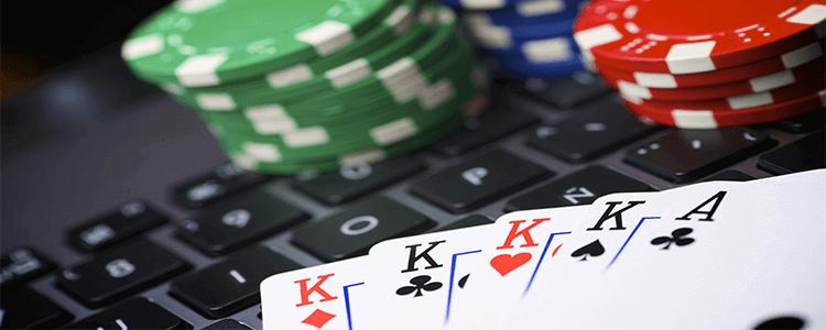 cartas de poker caribeño online y fichas de apuestas de casino