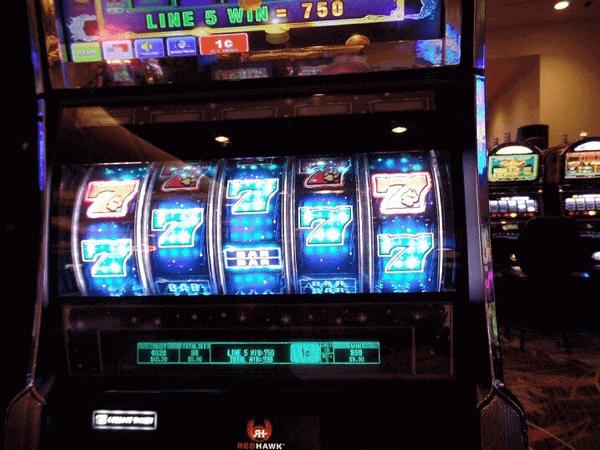 tragaperras de casino con cinco carretes y apuestas de dinero real