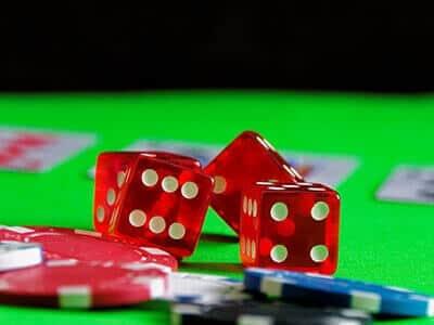 dados de casino en linea y fichas de apuestas
